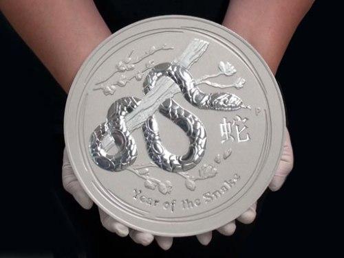 """Инвестиционная монета 10 кг """"Год Змеи"""" серебро 2013"""