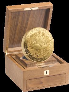 Килограммовая золотая монета Великобритании в честь 60-летия Коронации Елизаветы II