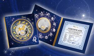 """Серебряная монета """"Лев"""" с позолоченным элементом 2013 в открытке-блистере"""