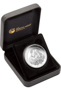 Серебряная монета в честь рождения наследника престола 2013 в футляре