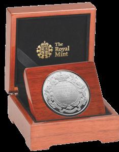 Платиновая монета в честь крещения принца Кембриджского