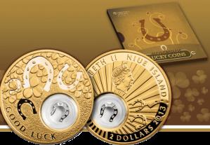 """Позолоченная серебряная монета """"Подковка"""" в блистере"""