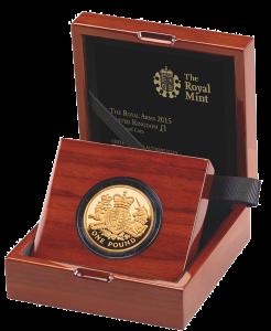 Золотая монета 1 фунт 2015 Королевский герб в футляре